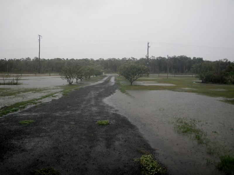 2013 flooding driveway (800x596)
