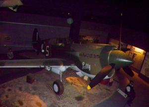 no8 p40 Warhawk war memorial (800x579)